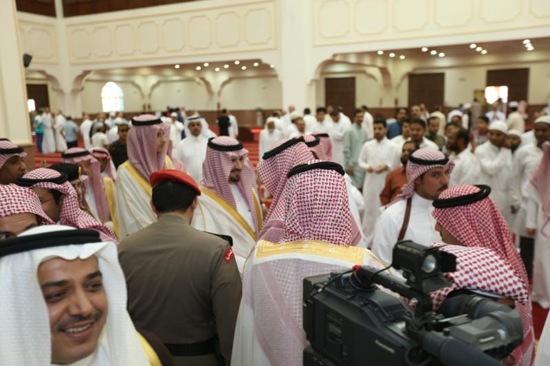 أمير الجوف يتقدم المصلين في صلاة عيد الفطر المبارك (371266738) 