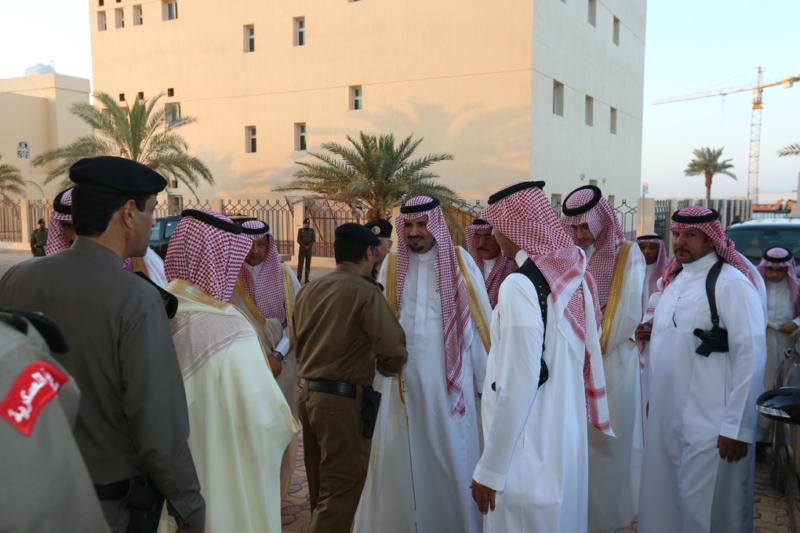 أمير الجوف يتقدم المصلين في صلاة عيد الفطر المبارك (371266740) 