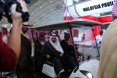 أمير #الرياض يدشن المعرض التجاري الـ15 للدول الإسلامية بمشاركة 29 دولة (10)
