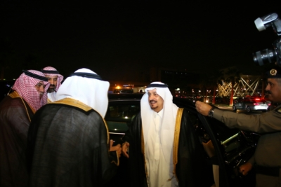 أمير #الرياض يدشن المعرض التجاري