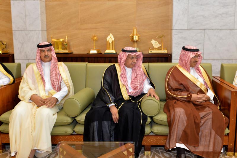 أمير الرياض يستقبل رئيس الهيئة الملكية وكبار المسؤولين المهنئين برمضان (1) 