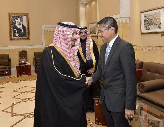 أمير الرياض يستقبل وزير سنغافورة والفوزان والتريكي