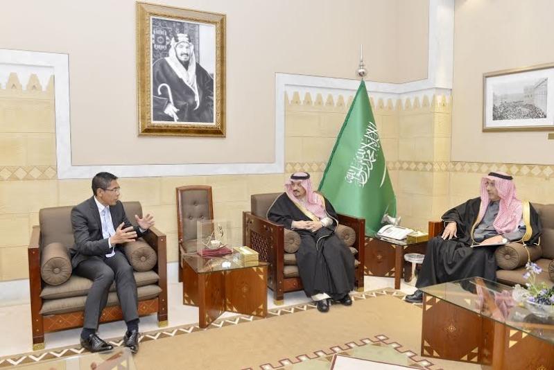 أمير الرياض يستقبل وزير سنغافورة والفوزان والتريكي4