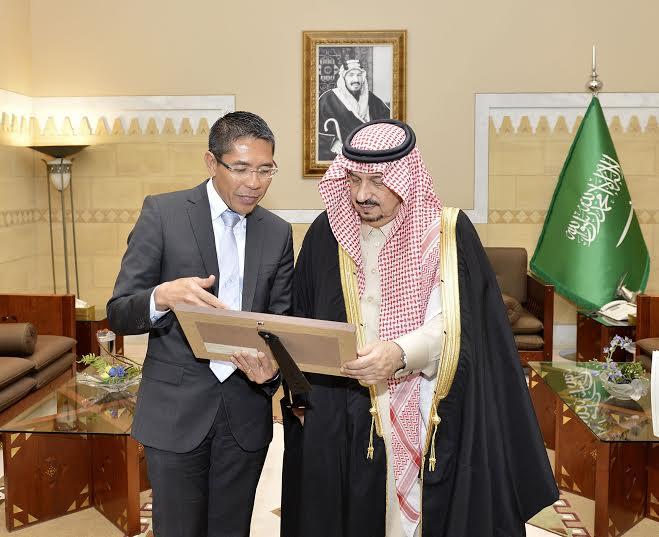 أمير الرياض يستقبل وزير سنغافورة والفوزان والتريكي6
