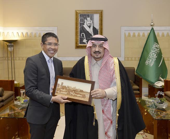 أمير الرياض يستقبل وزير سنغافورة والفوزان والتريكي7