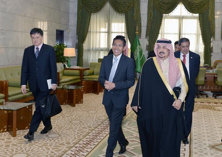 أمير الرياض يستقبل وزير سنغافورة والفوزان والتريكي9