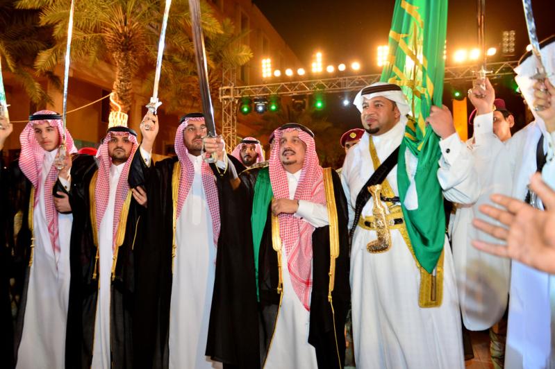 أمير الرياض  يشارك في احتفالات العيد   (371967813) 