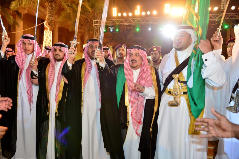أمير الرياض  يشارك في احتفالات العيد   (371967814) 