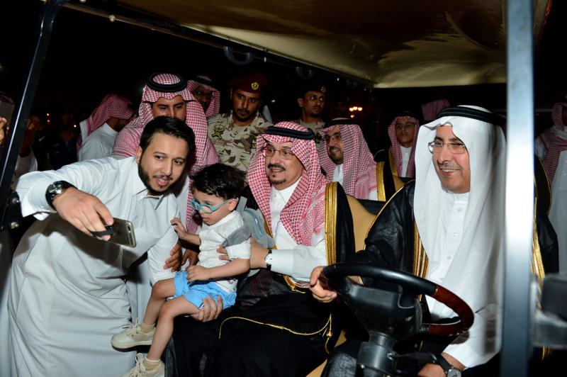 أمير الرياض  يشارك في احتفالات العيد   (371967817) 