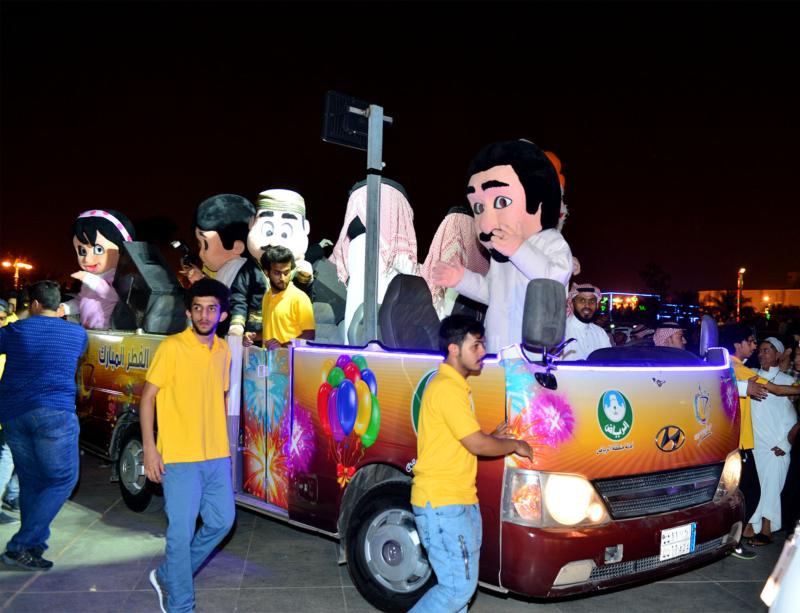أمير الرياض  يشارك في احتفالات العيد   (371967818) 