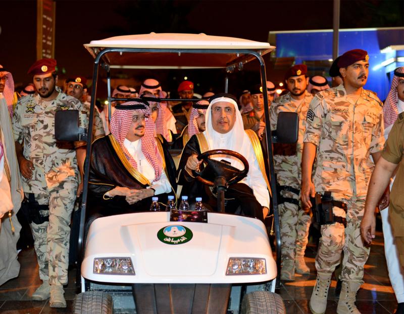 أمير الرياض  يشارك في احتفالات العيد   (371967819) 