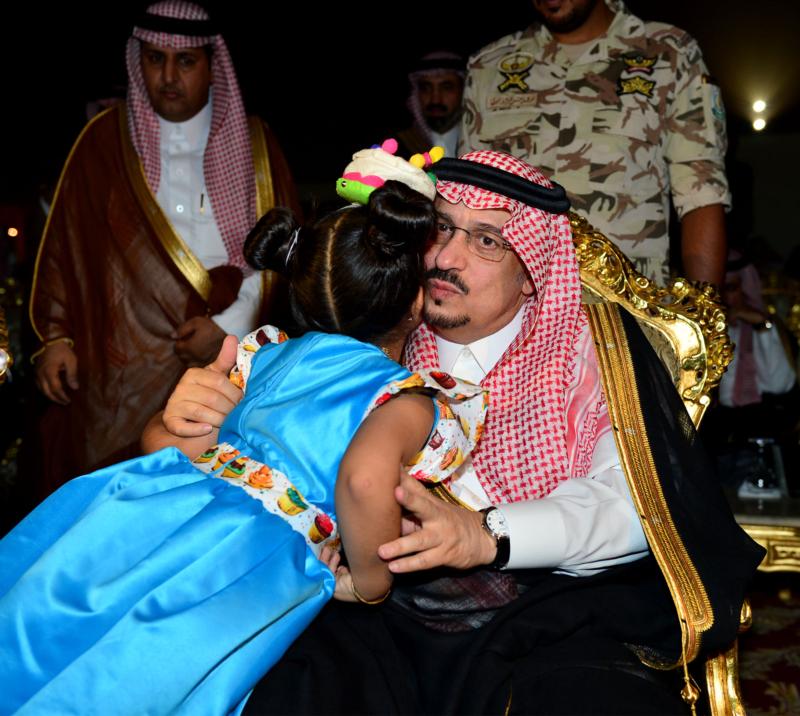 أمير الرياض  يشارك في احتفالات العيد   (371967822) 