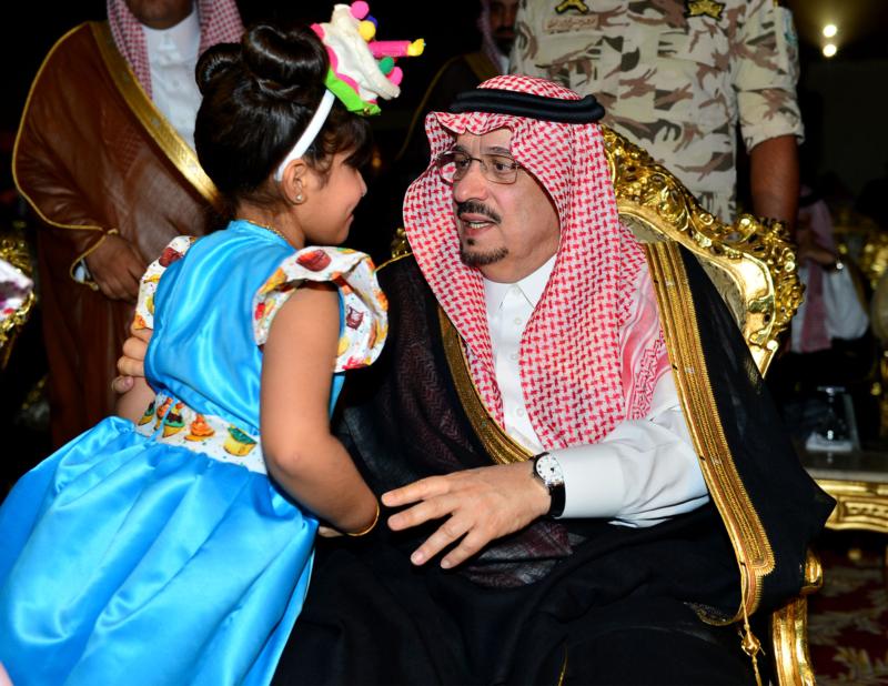 أمير الرياض  يشارك في احتفالات العيد   (371967823) 