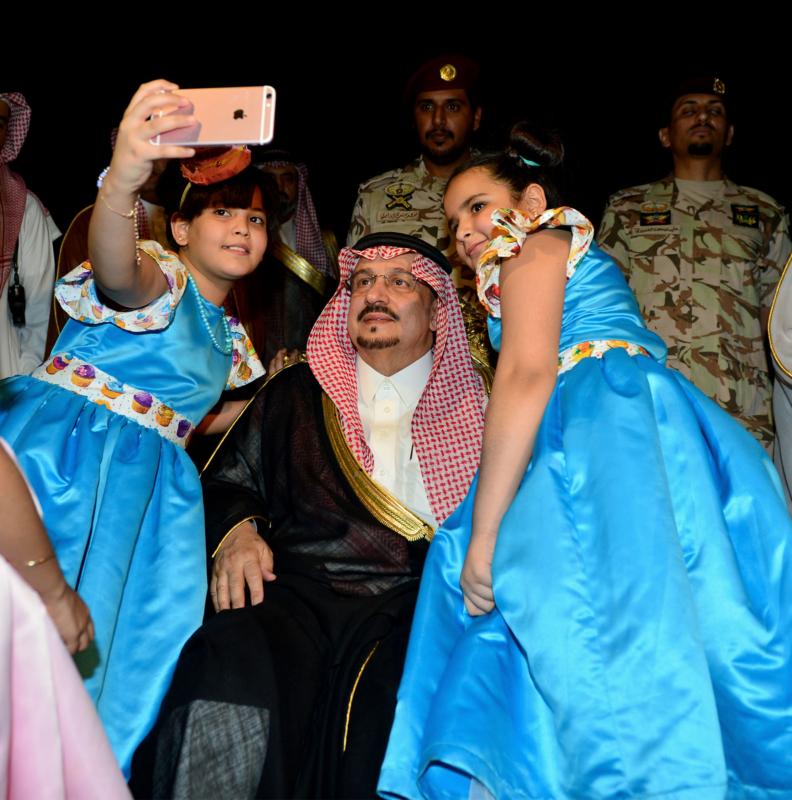 أمير الرياض  يشارك في احتفالات العيد   (371967824) 