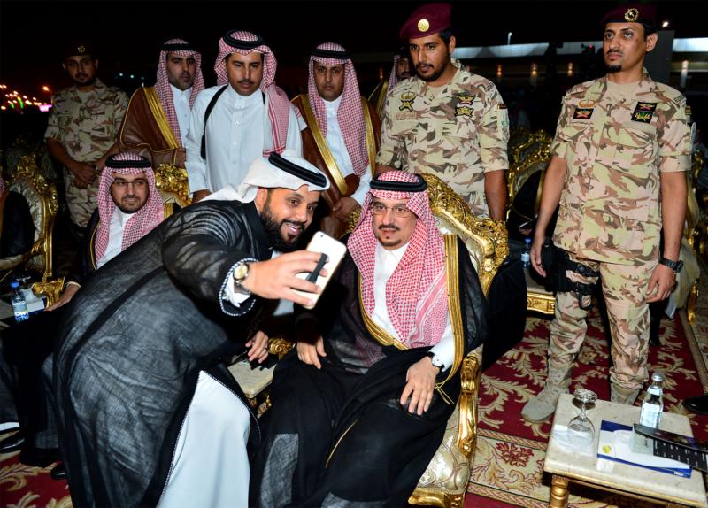 أمير الرياض  يشارك في احتفالات العيد   (371967826) 