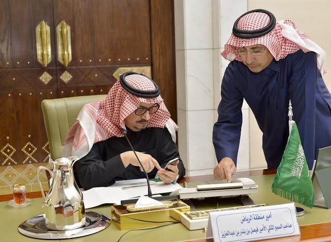 . أمير الرياض يقدم بلاغاً بطريق الملك خالد لمركز بلاغات الأمانة 12
