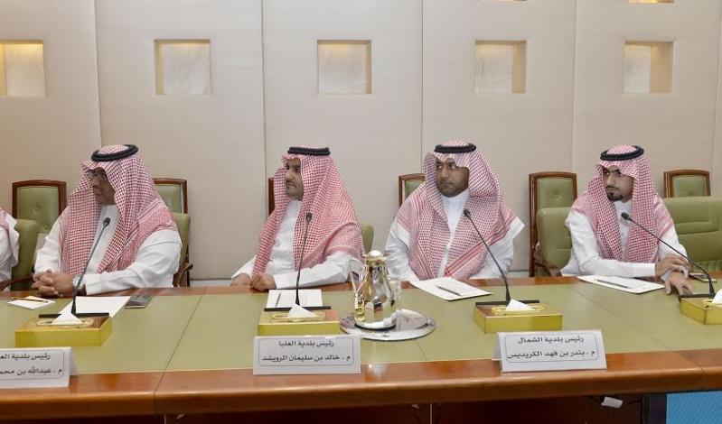. أمير الرياض يقدم بلاغاً بطريق الملك خالد لمركز بلاغات الأمانة 4
