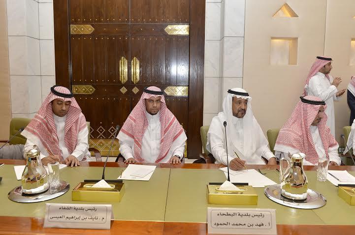 . أمير الرياض يقدم بلاغاً بطريق الملك خالد لمركز بلاغات الأمانة 6