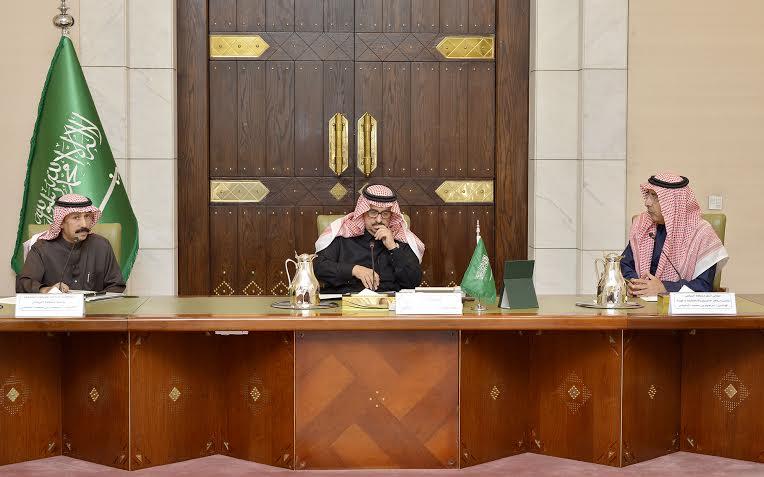 . أمير الرياض يقدم بلاغاً بطريق الملك خالد لمركز بلاغات الأمانة 8