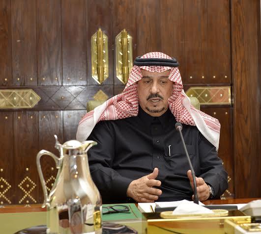 . أمير الرياض يقدم بلاغاً بطريق الملك خالد لمركز بلاغات الأمانة