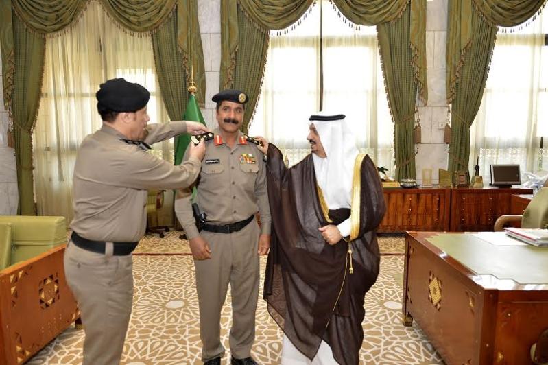 أمير الرياض يقلد الصنداح رتبة لواء