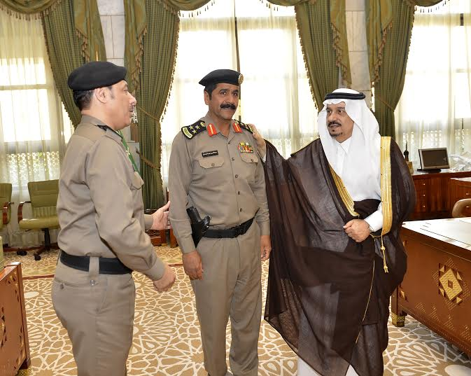 أمير الرياض يقلد الصنداح رتبة لواء1