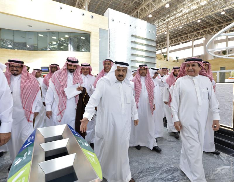 أمير الرياض يقوم برحلة عبر قطار الشمال للمجمعة ويزور المحطات (1) 