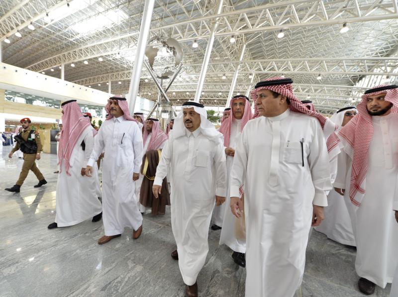 أمير الرياض يقوم برحلة عبر قطار الشمال للمجمعة ويزور المحطات (34669057) 