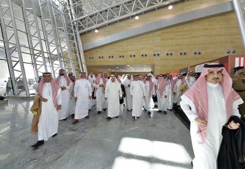 أمير الرياض يقوم برحلة عبر قطار الشمال للمجمعة ويزور المحطات (34669058) 