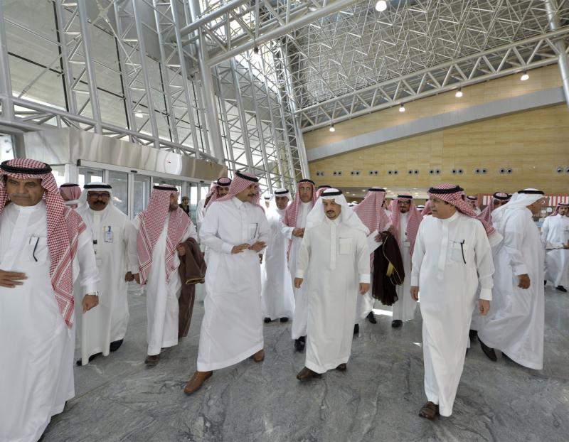 أمير الرياض يقوم برحلة عبر قطار الشمال للمجمعة ويزور المحطات (34669059) 
