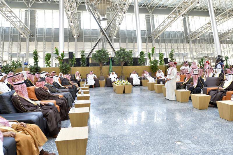 أمير الرياض يقوم برحلة عبر قطار الشمال للمجمعة ويزور المحطات (34669061) 