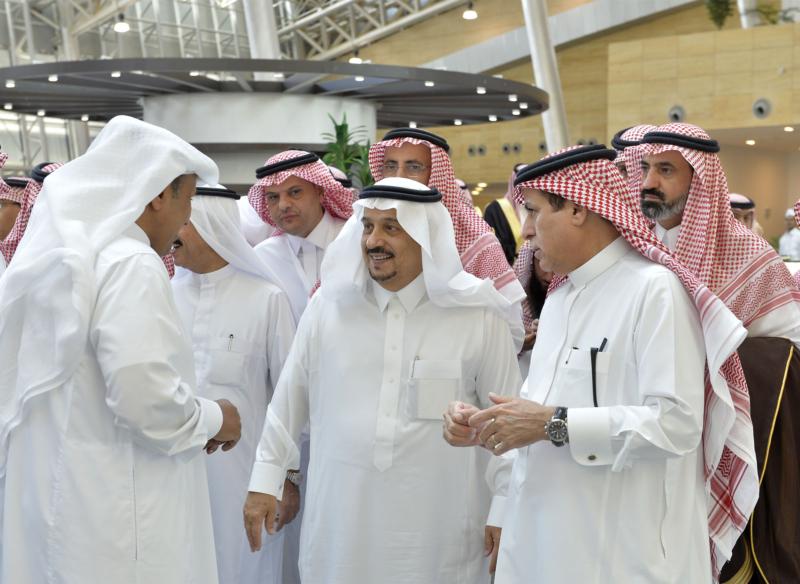 أمير الرياض يقوم برحلة عبر قطار الشمال للمجمعة ويزور المحطات (34669065) 