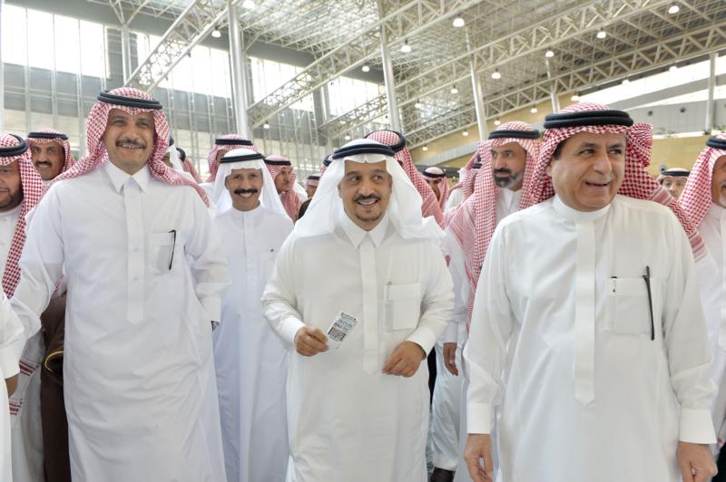 أمير الرياض يقوم برحلة عبر قطار الشمال للمجمعة ويزور المحطات (34669066) 