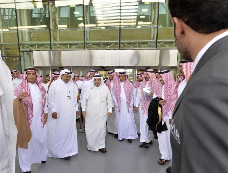 أمير الرياض يقوم برحلة عبر قطار الشمال للمجمعة ويزور المحطات (34669069) 