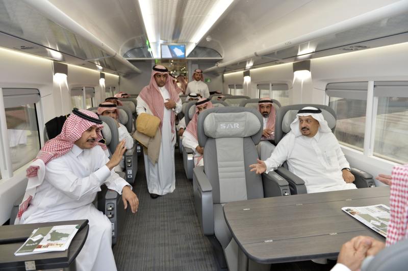 أمير الرياض يقوم برحلة عبر قطار الشمال للمجمعة ويزور المحطات (34669070) 