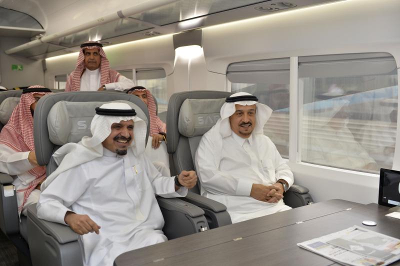 أمير الرياض يقوم برحلة عبر قطار الشمال للمجمعة ويزور المحطات (34669071) 