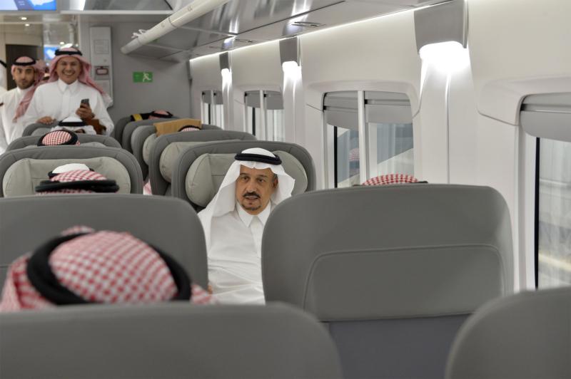 أمير الرياض يقوم برحلة عبر قطار الشمال للمجمعة ويزور المحطات (34669072) 