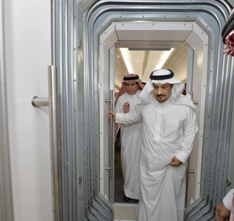 أمير الرياض يقوم برحلة عبر قطار الشمال للمجمعة ويزور المحطات (34669075) 
