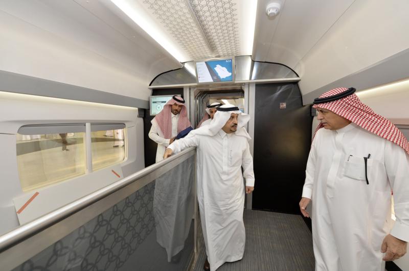 أمير الرياض يقوم برحلة عبر قطار الشمال للمجمعة ويزور المحطات (34669076) 