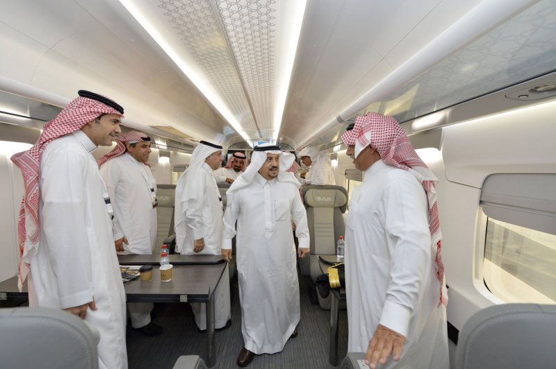 أمير الرياض يقوم برحلة عبر قطار الشمال للمجمعة ويزور المحطات (34669078) 
