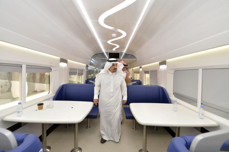 أمير الرياض يقوم برحلة عبر قطار الشمال للمجمعة ويزور المحطات (34669082) 