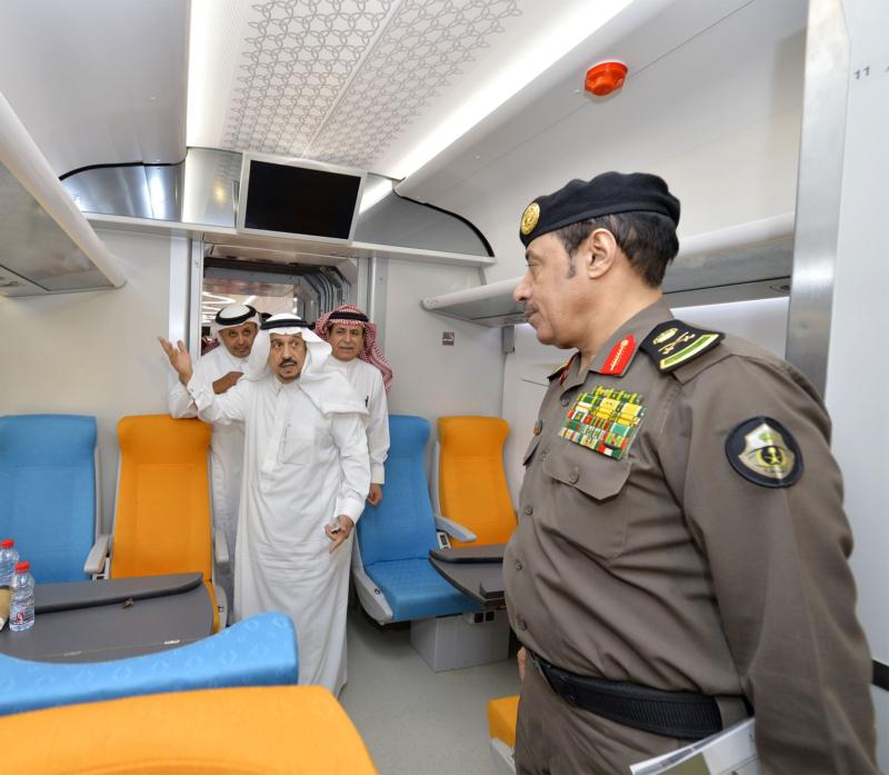 أمير الرياض يقوم برحلة عبر قطار الشمال للمجمعة ويزور المحطات (34669083) 