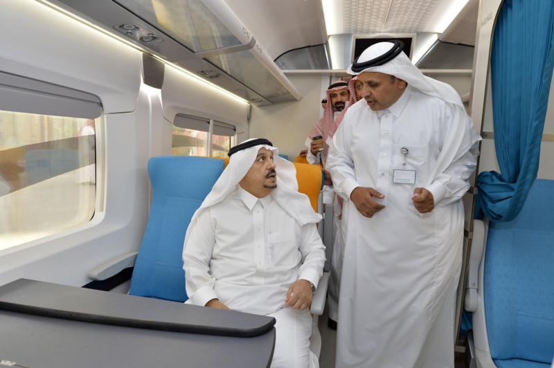 أمير الرياض يقوم برحلة عبر قطار الشمال للمجمعة ويزور المحطات (34669084) 