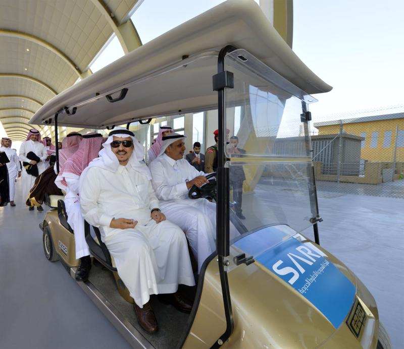 أمير الرياض يقوم برحلة عبر قطار الشمال للمجمعة ويزور المحطات (34669085) 