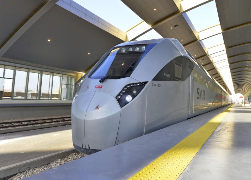أمير الرياض يقوم برحلة عبر قطار الشمال للمجمعة ويزور المحطات (34669091) 