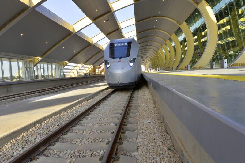 أمير الرياض يقوم برحلة عبر قطار الشمال للمجمعة ويزور المحطات (34669092) 