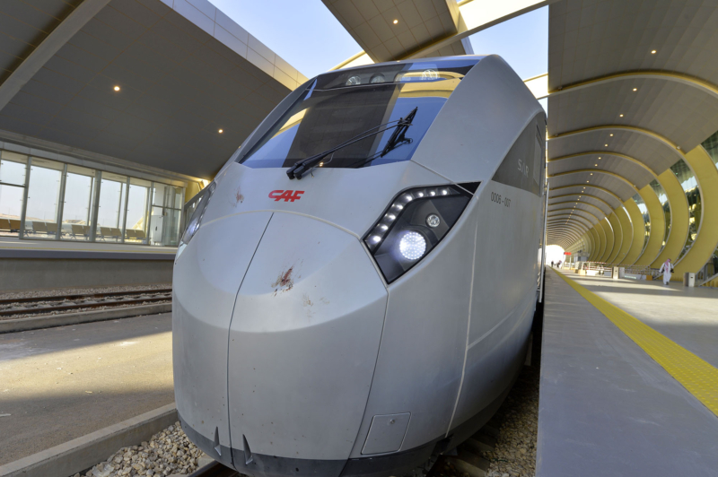أمير الرياض يقوم برحلة عبر قطار الشمال للمجمعة ويزور المحطات (34669093) 