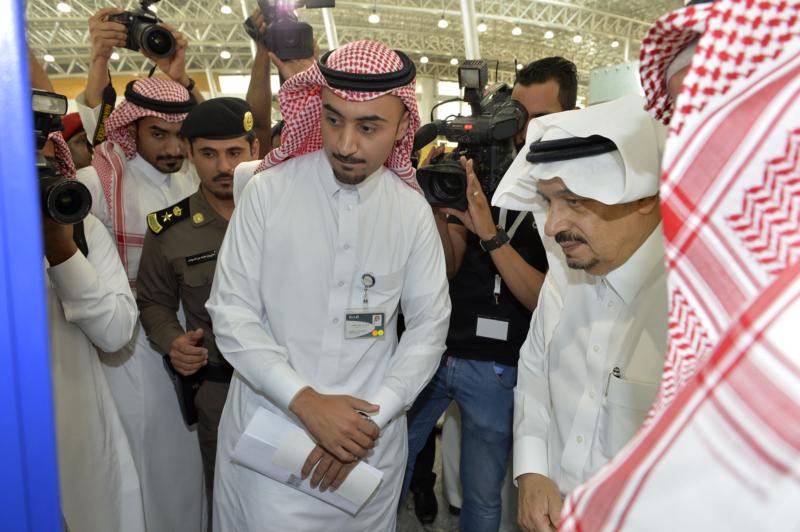 أمير الرياض يقوم برحلة عبر قطار الشمال للمجمعة ويزور المحطات (34669096) 