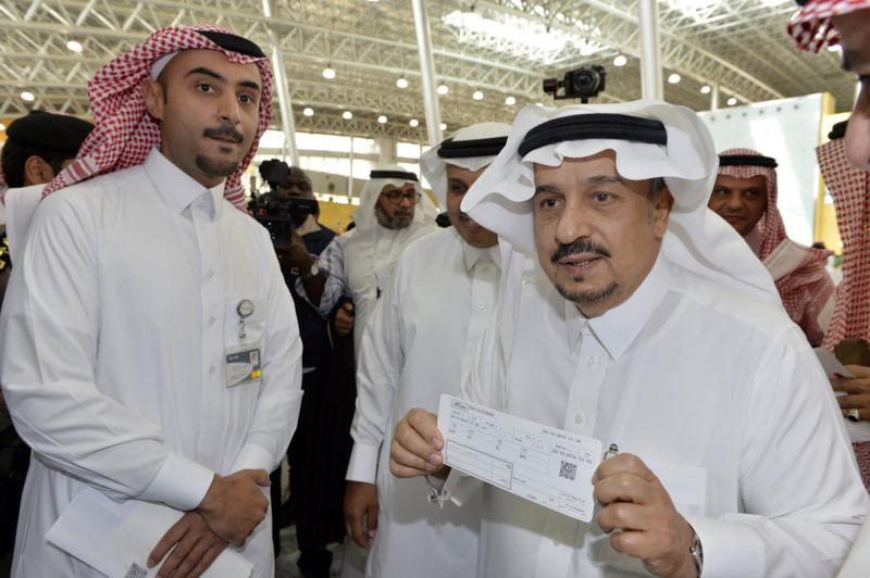 أمير الرياض يقوم برحلة عبر قطار الشمال للمجمعة ويزور المحطات (34669097) 