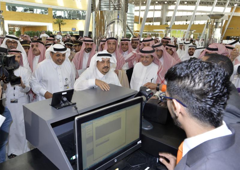 أمير الرياض يقوم برحلة عبر قطار الشمال للمجمعة ويزور المحطات (34669098) 